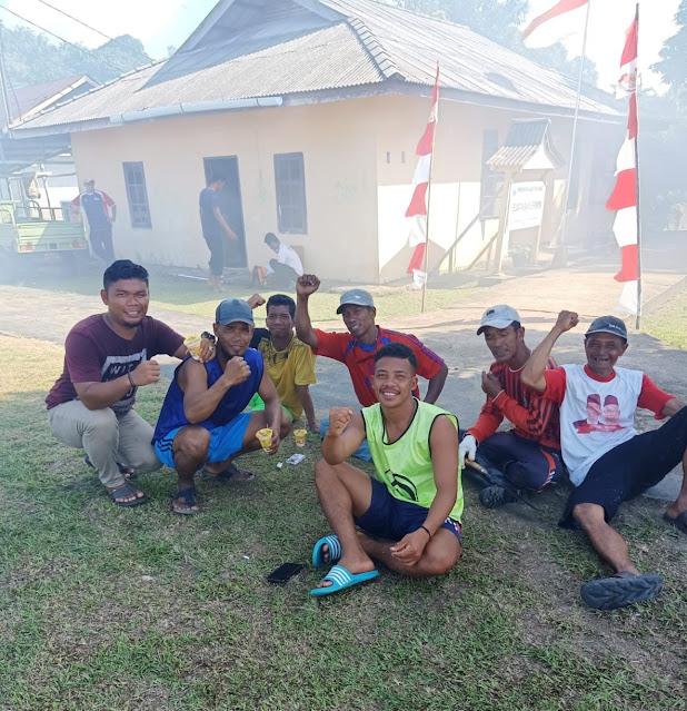 Sekcam Bakung serumpun firman yang ikut Goro bersama di lapangan sepak bola desa Rejai, kecamatan Bakung serumpun, kabupaten lingga.