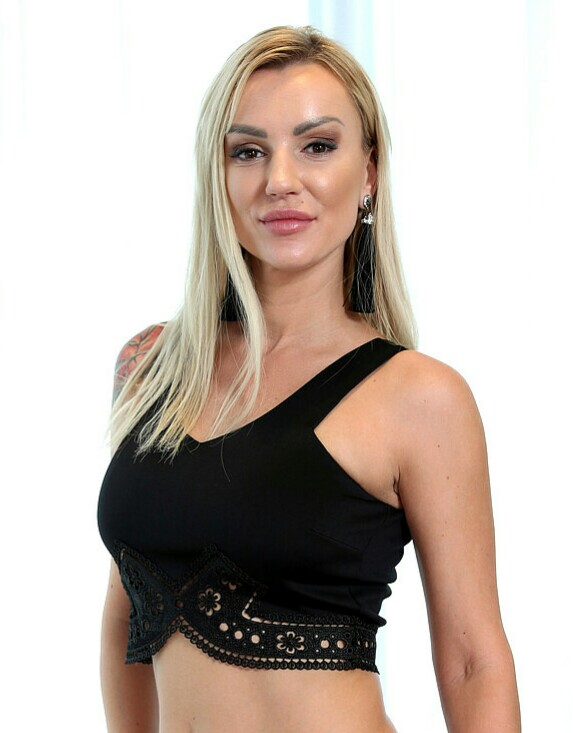 Elen Million Wiki, Age, Height, Real Name, Measurements, Net Worth, Ethnicity, Husband, Biography