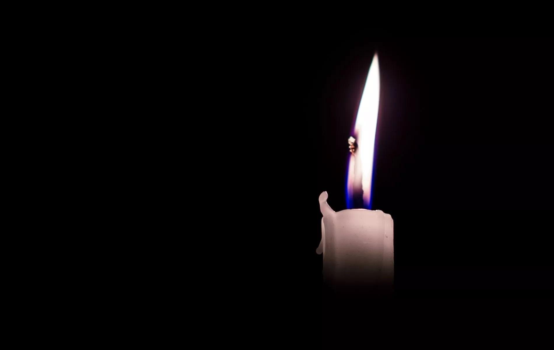 Candle black wallpaper