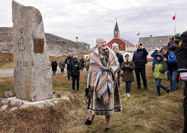 The Queen visited the memorial stone of Christian X and Queen Alexandrine