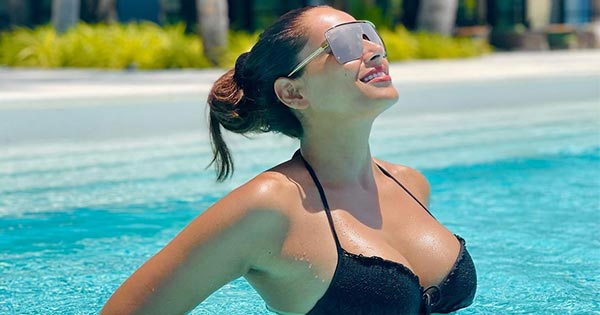 Bipasha Basu's bikini photos continue to heat up the internet Navel Queens