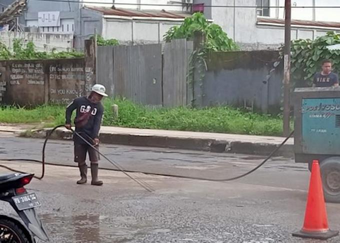Heboh! Beredar Cerita 'Mistis' Sebelum Jokowi Lintasi Jalur Tengkorak di Sorong, Warga: Kami Kaget, Kondisi Jalanan Mendadak Mulus