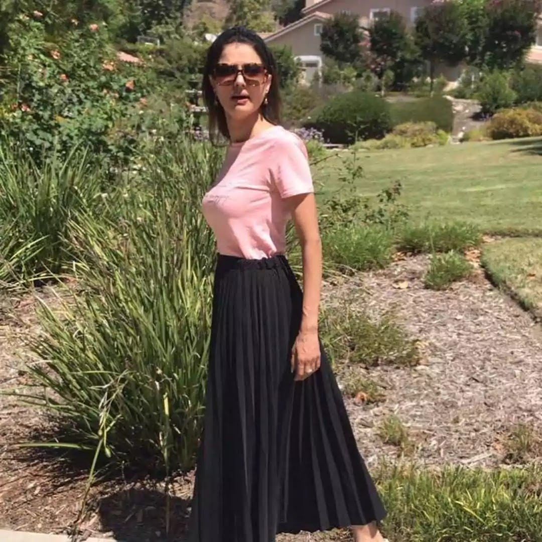 Natasha Hussain Latest Beautiful Pictures With Her Husband And Daughter