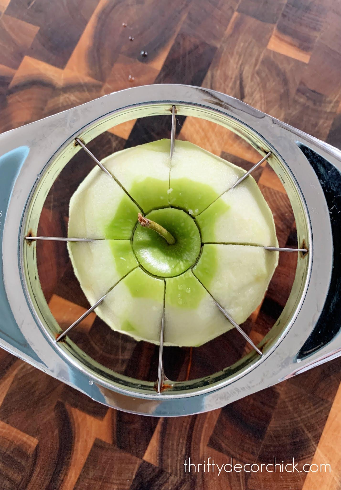 Handheld apple slicer/corer