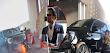 """Video: Así fue la arrastrada que le dieron con la """"mamalona"""" GMC escoltas a rata con todo y su moto cuando intentaron asaltar a Empresario restaurantero Eduardo Beaven"""