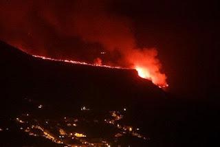 La Palma ganha mais de 10 hectares após lava atingir o mar