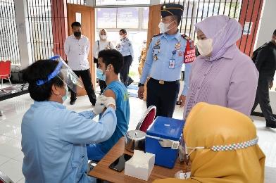 Tinggal 16 Persen, Wagub Marlin Yakin Vaksinasi Tercapai