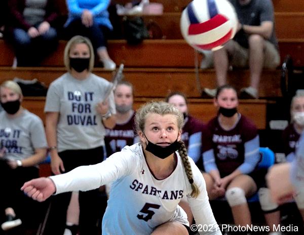 Hannah Fox lunges toward the ball