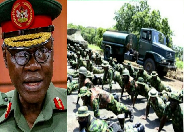 """Alt: = """"photo showing Chief of Army Staff, Farouk Yahaya, and soldiers training in South East Nigeria"""""""