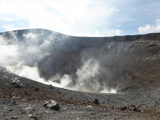 gran cratere isola vulcano
