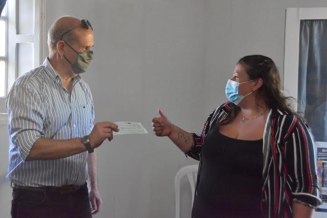 Programa Municipal de Becas 2021: El municipio entregó las becas en Mones Cazón, Magdala y Nueva Plata