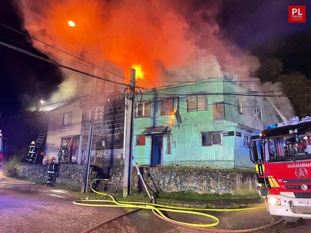 Incendio afectó tres viviendas en Puerto Montt