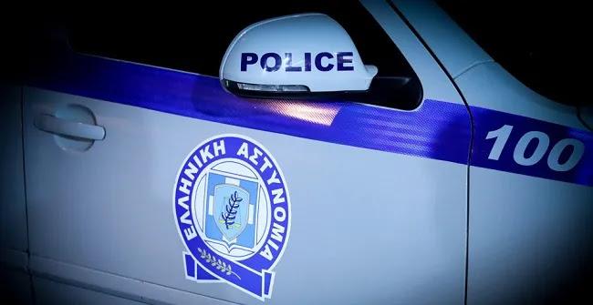 Πρωτοφανές περιστατικό: Αστυνομικοί βρήκαν βρέφος στο δρόμο και τρία παιδιά κλειδωμένα σε πορτ μπαγκάζ