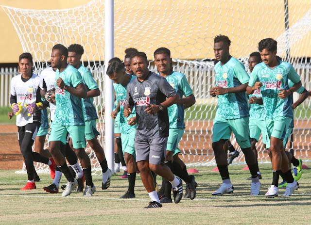 Eduard Ivakdalam Sebut Tim Sepakbola Papua Waspada Hadapi Sumatera Utara.lelemuku.com.jpg