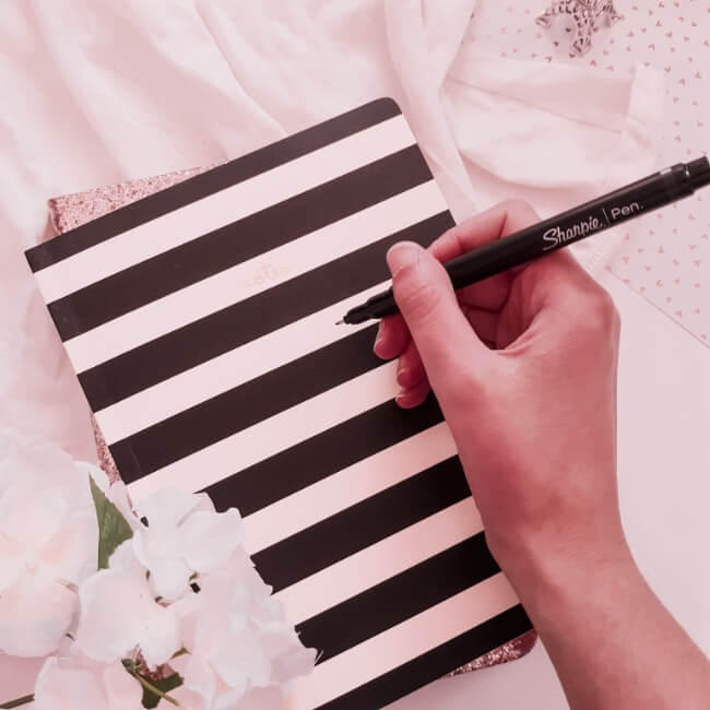 How to Effortlessly Start Journaling Daily (Create the Habit Now)