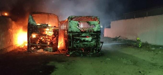 """Proprietário de ônibus incendiados em Patos lamenta prejuízo: """"um deles eu nem cheguei a inaugurar; era meu ganha-pão"""""""