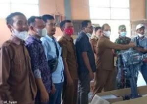 Wabup Serahkan 36 Unit Mesin Tempel pada Nelayan