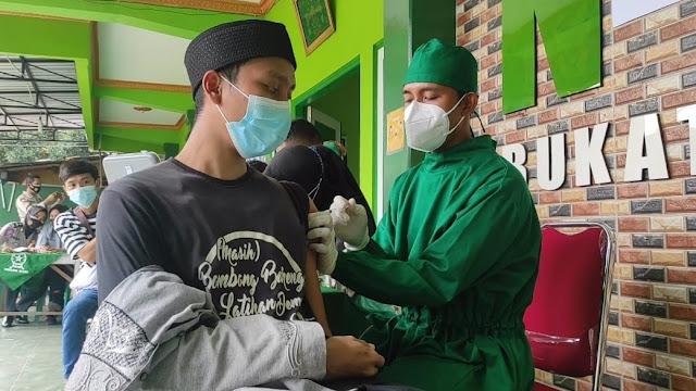 Santri Pondok Pesantren Nuurul Quran Bukateja Mendapatkan Vaksinasi Dari Polres Purbalingga