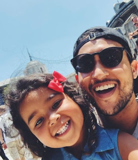 Tahj Mowry clicking selfie with a kid