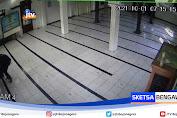 Aksi Pencurian Kotak Amal Masjid Terekam CCTV