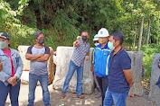 Soroti Akses Jalan, Anggota DPRD Bitung Asal Tendeki Ini Langsung Turun Bersama Warga