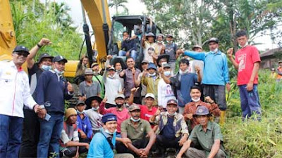 Warga Antusias Sambut Penggunaan Excavator di Anau Kadok Nagari Talang Solok
