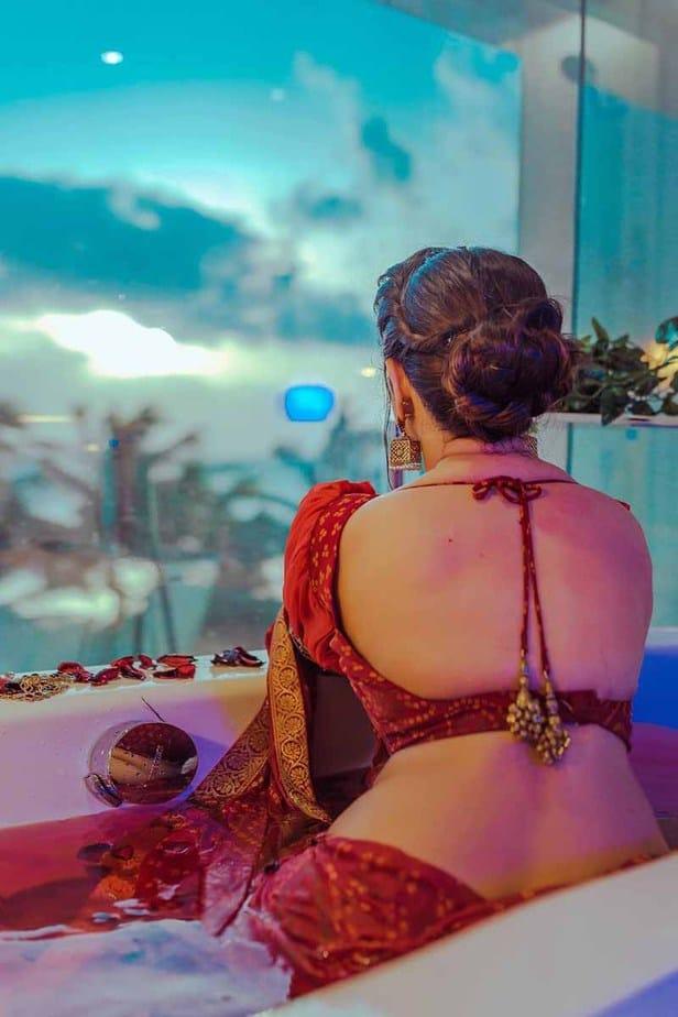 Actress Aabha Paul Latest Hot Cleavage Photos in Saree