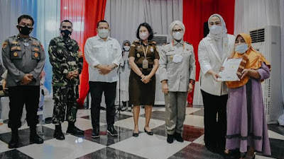 Presiden Jokowi Serahkan Sertifikat Tanah, Karawang Dapat 500 Sertifikat