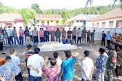 Kunker Ke Pasilambena, Wakil Bupati Kepulauan Selayar Ikut Musnahkan BB Miras Jenis Sofi