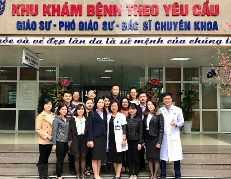 Mẫu đồng phục nhân viên y tế tại Bệnh Viện Da Liễu Hà Nội