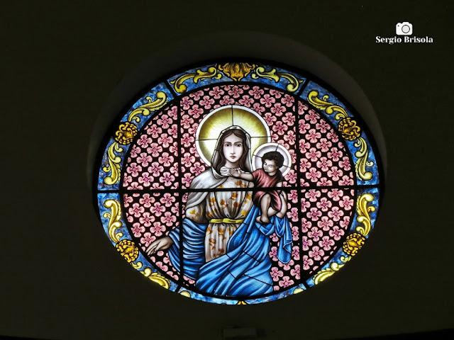 Close-up de um dos belos vitrais da Paróquia Nossa Senhora da Saúde - Vila Mariana