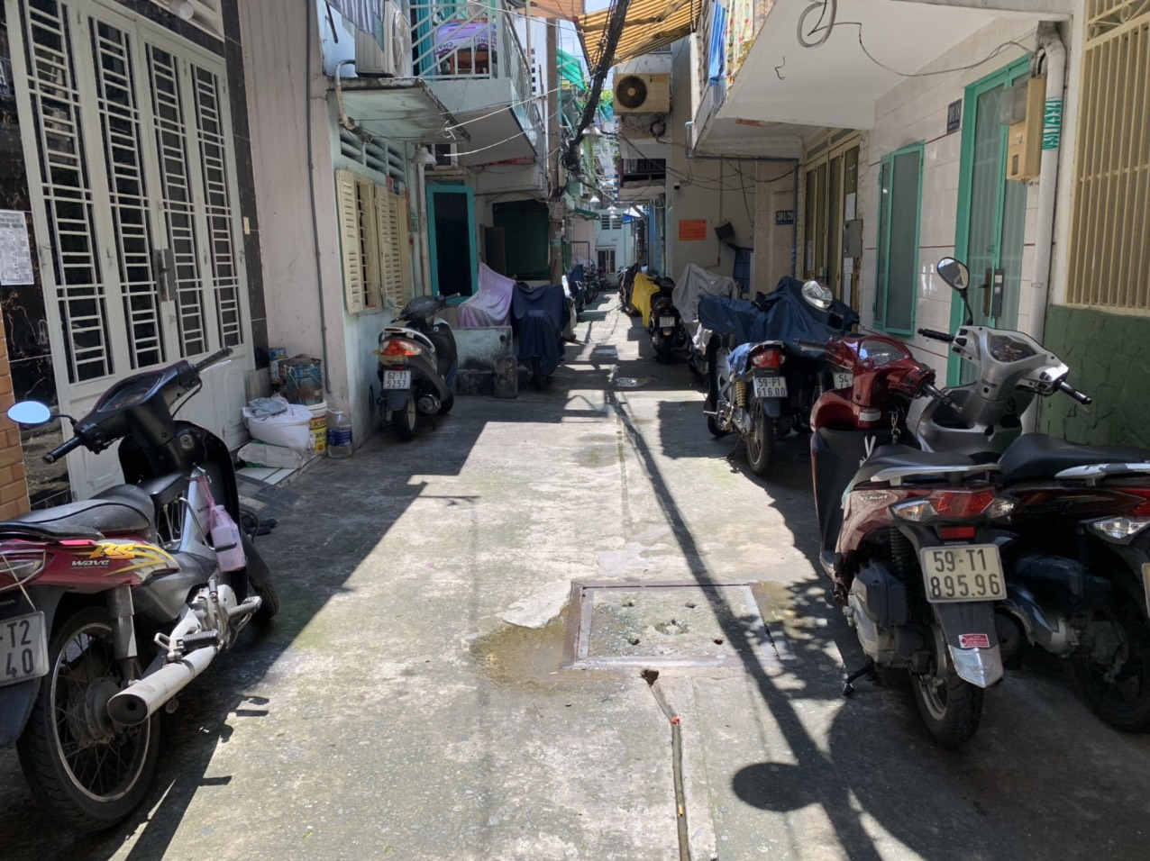 Bán nhà Lê Văn Sỹ Quận 3, cách mặt tiền 15m, gần ngã 4 Trần Quang Diệu
