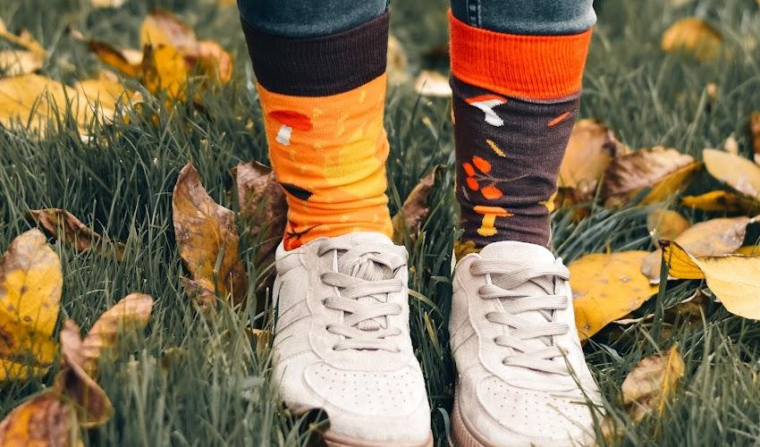 Z czym nosić kolorowe skarpetki? Te połączenia podkręcą każdą damską stylizację