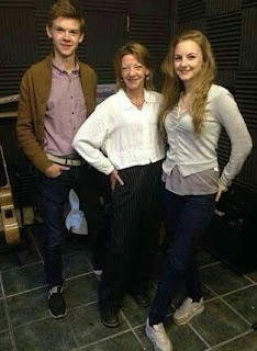 Thomas Brodie Sangster with his mother & sister
