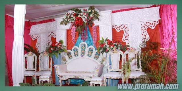 Dekorasi Resepsi  Akad Pernikahan di Rumah - bermain dengan konsep backrop