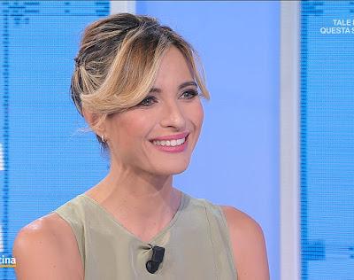 Monica Giandotti bella conduttrice bionda sorriso oggi Unomattina 22 ottobre 2021