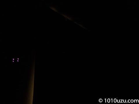 北側の窓はリターン金具がつけられなかったサイドから光漏れ