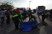 Diduga Gagal Nyalip, Pengendara Honda CBR Tewas Terlindas Dump Truk