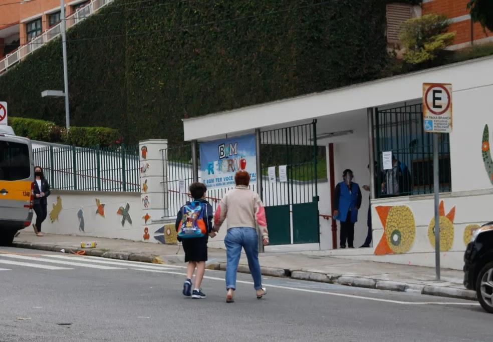 Após Doria determinar retorno obrigatório, secretaria diz que só 24% das escolas estaduais estão aptas a receber 100% dos alunos