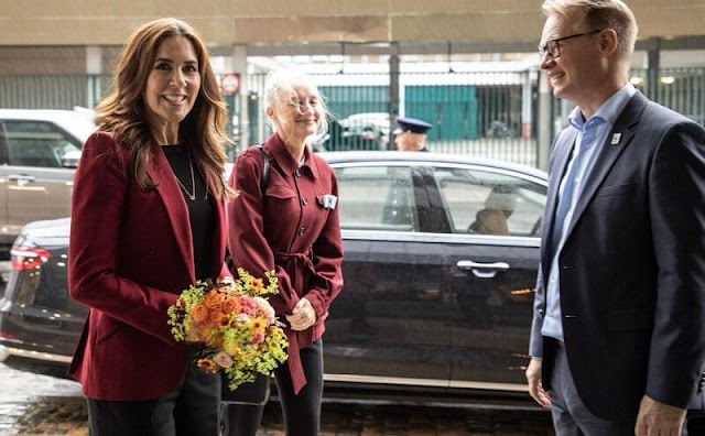 Crown Princess Mary wore a red, wine-red crepe blazer from Alexander McQueen