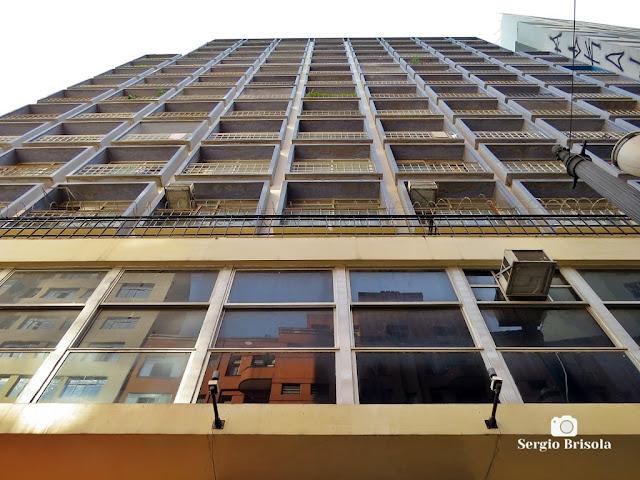 Perspectiva inferior da fachada do antigo Edifício Caracu - Centro - São Paulo