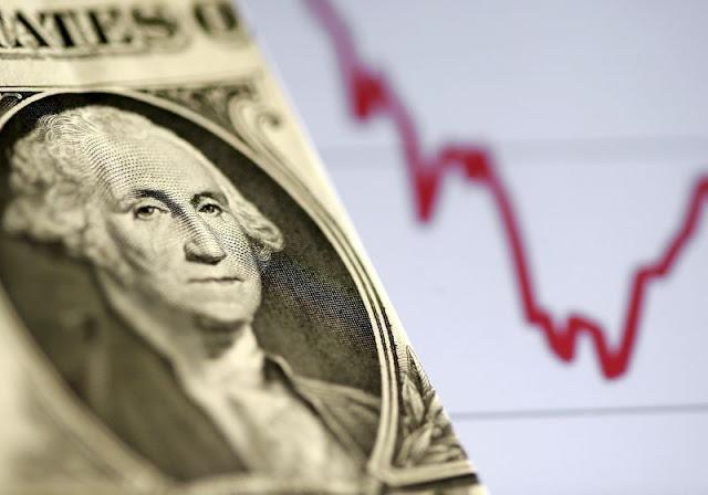 El dólar sube y los mercados caen