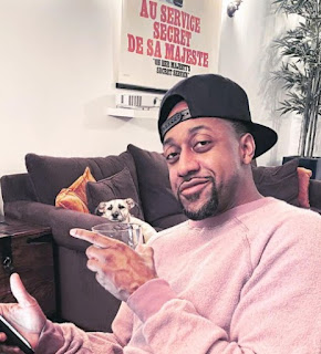 Jaleel White posing for a picture