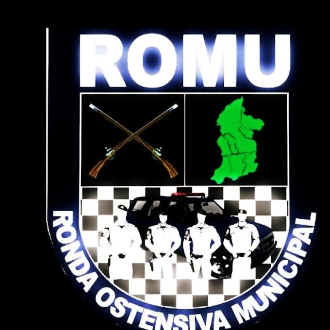 EQUIPE DA RONDA OSTENSIVA MUNICIPAL PRENDE ACUSADO DE TRÁFICO DE ENTORPECENTES E RECUPERA MOTOCICLETA ROUBADA