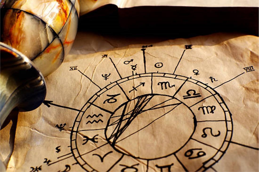 Astrología: Lenguaje Universal y Herramienta de Autoconocimiento