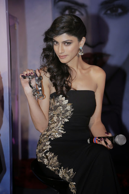Bollywood Actress Sapna Pabbi Looks Beautiful in Black Outfit Navel Queens