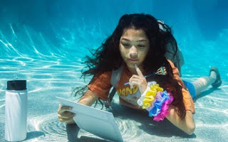Txunamy posing for picture underwater