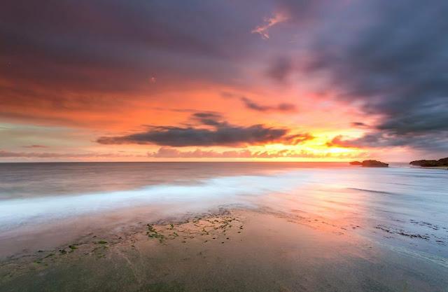 Pantai Watu Karung: Lokasi, Rute, dan Harga Tiket