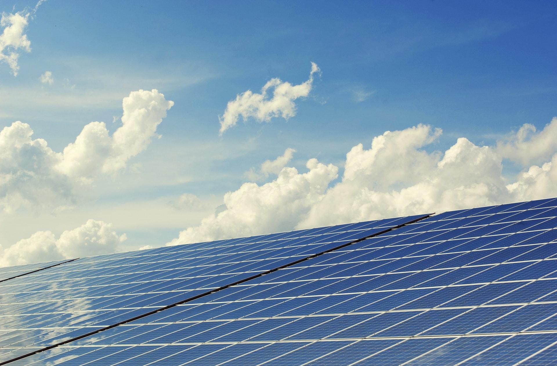 القمة العالمية لطاقة المستقبل بأبوظبي Abu Dhabi تناقش تحديات البيئة والمناخ