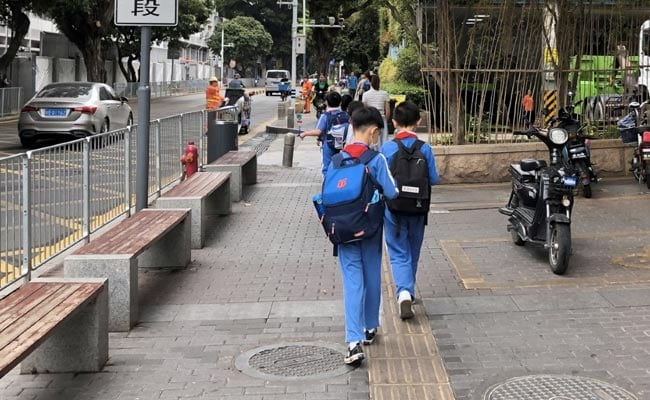 चीन ने छात्रों पर होमवर्क का दबाव कम करने के लिए कानून पारित किया